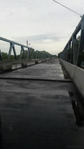 Ремонт моста и дорогу через город Изюм закончат ко Дню независимости