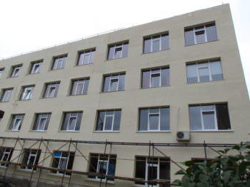 В Изюмской центральной городской больнице продолжается капитальный ремонт (фото+видео)