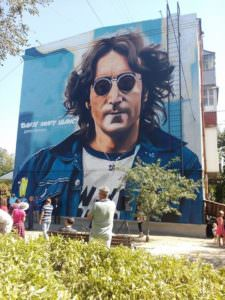 В городе Изюме торжественно открыли мурал Джону Леннону на пл. Дж. Леннона