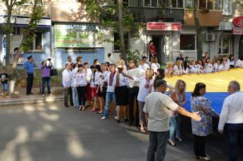 День Независимости Украины в городе Изюме 24 августа 2017 г Флаг Украины (фото)