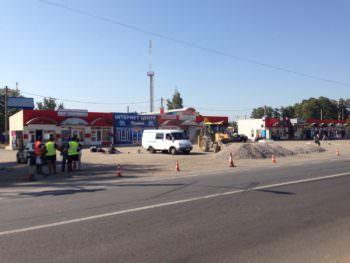 В Изюме начался капитальный ремонт автостоянки у ТЦ «Поворотка»