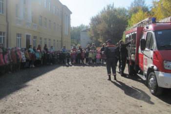 В школе № 5 Изюмские пожарные провели интересное мероприятие