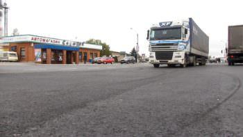 """Автомобильная стоянка возле торговой площадки """"Поворотка"""" Изюма капитально отремонтирована"""