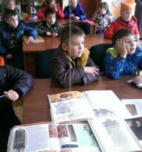 """В Изюмской библиотеке начал работу кружок """"Юные читайлики"""""""