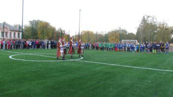 В центре города Изюма на территории школы № 4 открыли новую спортивную площадку