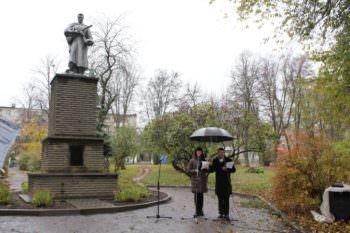 В городе Изюме состоялся торжественный митинг у памятника героям от фашистских захватчиков Украины