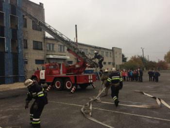 Изюмскими спасателями проводятся экскурсии в пожарных частях для школьников