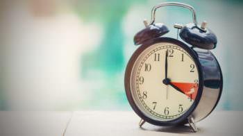 На выходных в Украине переведут часы на зимнее время