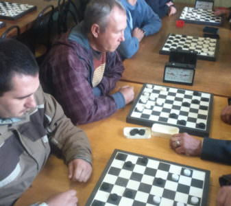 В Изюме состоялся V этап Спартакиады — соревнования по шашкам