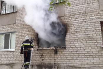 Змиевской район: в результате пожара погиб ребенок, ее мать в критическом состоянии