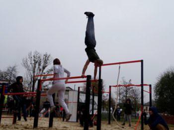 В центре Изюма открыли новую спортплощадку для Workout