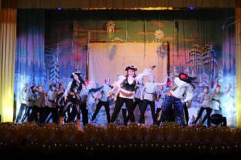 Для детей Изюма в Железнодорожнике состоялось новогоднее театрализованное представление