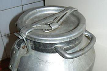В городе Изюме воруют алюминиевые бидоны
