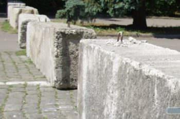 В городе Изюме перекрыли автомобильное движение через Центральную площадь
