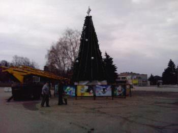 Как выглядит Новогодняя Елка 2018 года на Центральной площади города Изюм