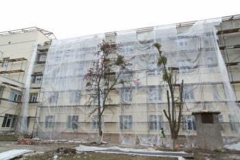 Губернатор области ознакомился с ходом ремонтных работ в Изюмской ЦГБ (видео)