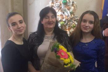 Президент Украины присвоил звание «Мать-героиня» жители города Изюм