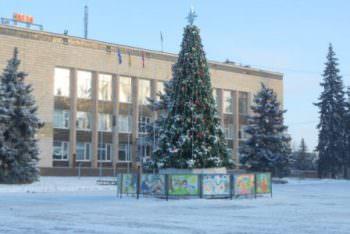 Главную новогоднюю елку города Изюма торжественно откроют на день Святого Николая