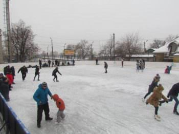 Сегодня в городе Изюме начала работать ледовый каток