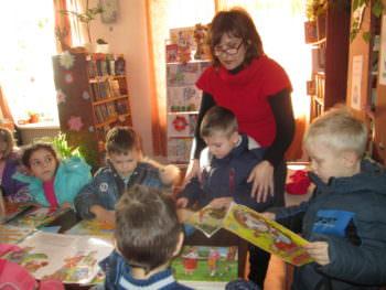 Экскурсия в библиотеку воспитанников Изюмского ДОУ № 6