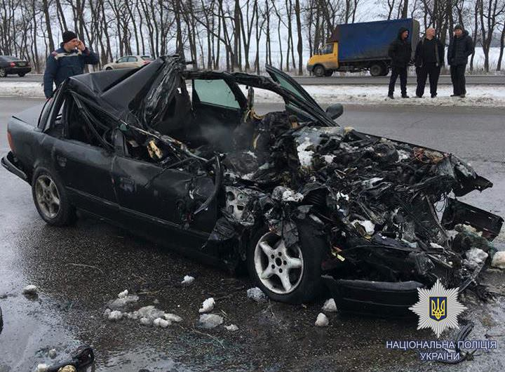 ДТП под Харьковом: Ауди протаранила грузовой автомобиль изагорелась, погибли четверо