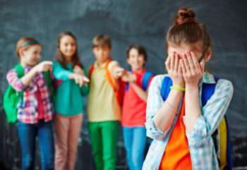 Суд Изюма наказал школьника, который постоянно избивал другую ученицу