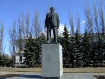В Изюме решили продать памятник В.И. Ленина который раньше был на центральной площади города