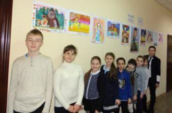 Дети художественной школы показали свои таланты в здании Изюмского суда