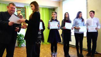 Ученики Изюмской художественной школы награждены сертификатами США