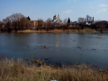 Река Северский Донец в Изюме вышла из своих берегов