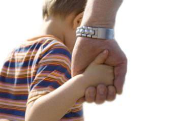 Мать лишила свою дочь родительских прав на двух ее детей через суд