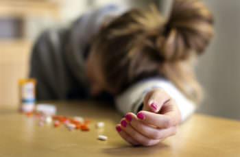 таблетки, самоубийство