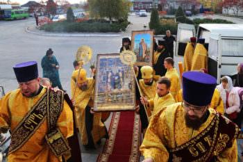 В Изюм прибыл Всеукраинский крестный ход с тремя святынями