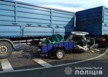 Жители Изюма погибли под колесами грузовика в Полтавской обл. (ДТП)