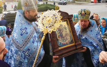 Вчера в Изюм привезли уникальную икону (фото)