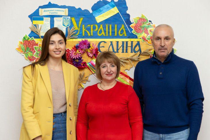 Марина Ярославская подарила родной школе в Изюме компьютерный класс