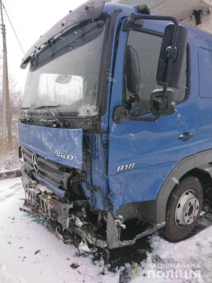 "ДТП автомобиля ""ВАЗ"" с грузовиком ""MERCEDES"""