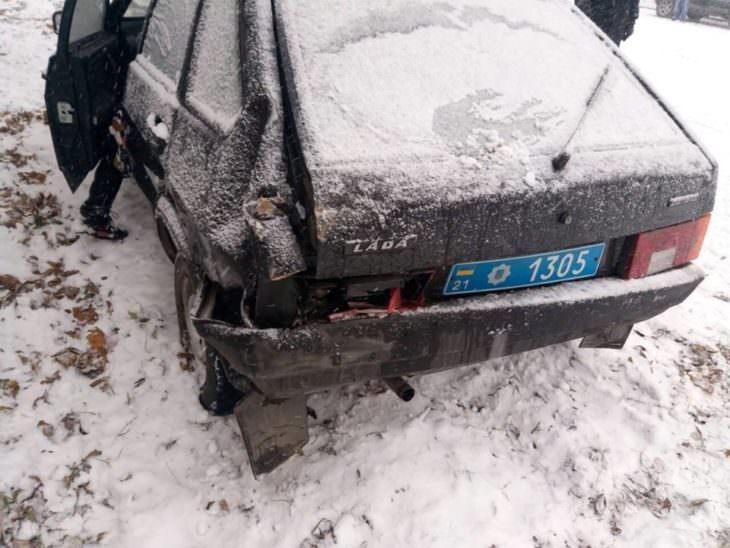 Трактор в центре Изюма попал в ДТП с 7 автомобилями (фото)
