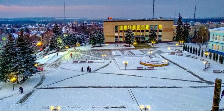 Центральная площадь в зимнее время