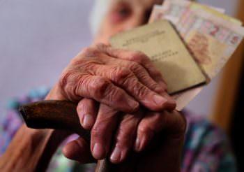 """Минимальная пенсия """"увеличится"""" на 62 грн"""