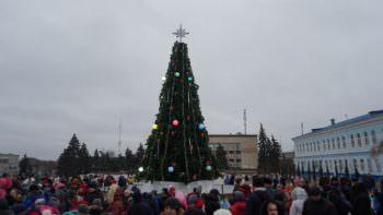 Главную елку Изюма – открыто! (фото)