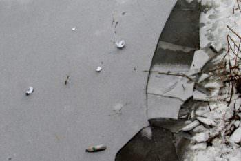 Пешеходный мост, который находится на реконструкции, повредили вандалы