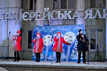 Праздник рождественской архиерейской ёлки состоялся на центральной площади города (фото)