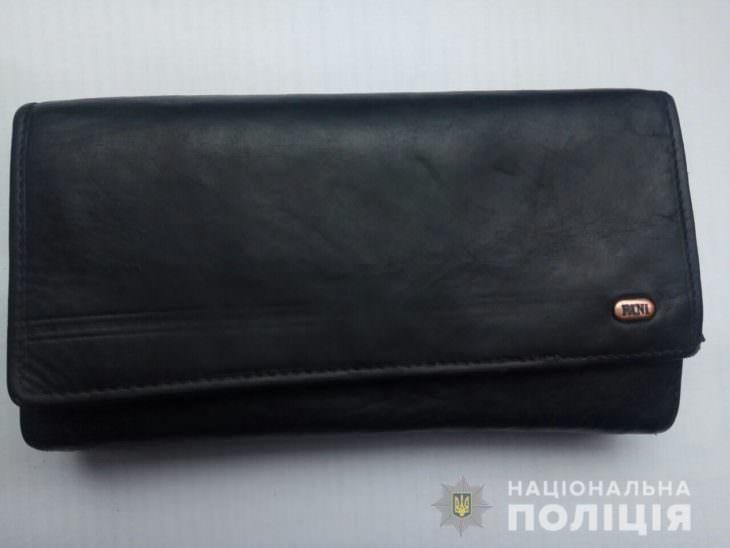 На центральном рынке у женщины украли кошелек и телефон