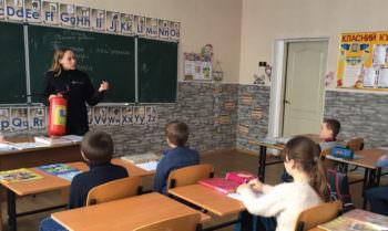 Изюмские и Нововодолажские спасатели учили школьников правилам пожарной безопасности