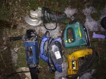 Женщина украла электроинструмент из дома