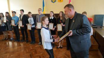 Одаренные дети Изюма получили стипендии на год от  мэра