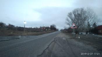 В Изюмском районе села Капитоловка (Оскольской ОТГ) дорожники обновили дорожные знаки