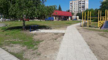 В Изюме проложена новая пешеходная дорожка из тротуарной плитки