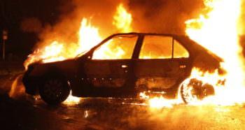 В Изюме, ночью сгорел автомобиль чиновника
